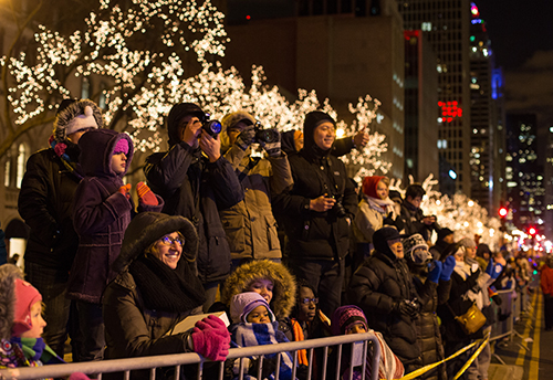 Spectators at the Magnificent Mile Lights Festival; Photo credit: Choose Chicago ©
